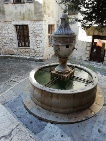 Superbe fontaine à Saint Paul de Vence, à voir !